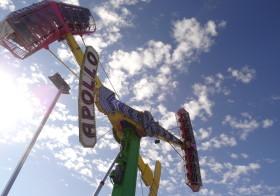 アラスカ州祭り、囲いを越える子供達