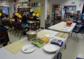 小学校で日本プロジェクト、カラフルで甘-い寿司